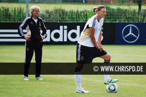 Alexandra Popp and Germany coach Silvia Neid (left)
