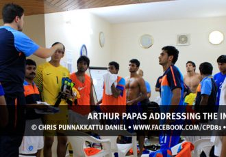 Arthur Papas adressing the India U22 boys