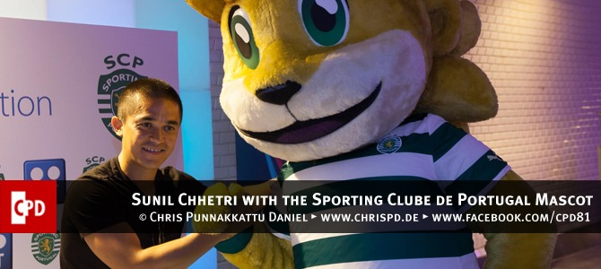 Sunil Chhetri with the Sporting Clube de Portugal Mascot