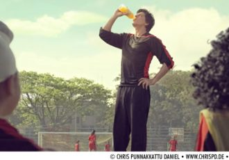 Shahrukh Khan features in the latest commercial for Frooti