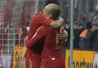Claudio Pizarro and Arjen Robben celebrating