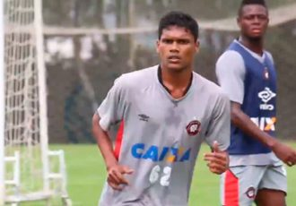 Romeo Fernandes training with Atlético Paranaense