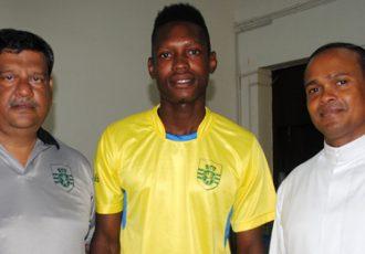 Angelo Albuquerque (Manager, Sporting Clube de Goa), Ndidi Chukwuma and Rev. Fr. Avin Carvalho (Principal, Don Bosco School)