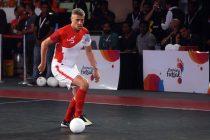 Hernán Crespo in action for Kolkata 5s in the Premier Futsal league in India.