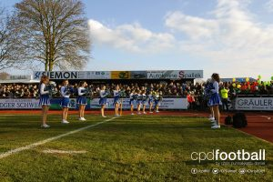 Cheerleaders waiting to welcome DJK Arminia Ibbenbüren and FC Bayern Munich. (© CPD Football)