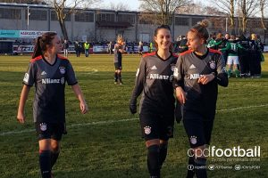 FC Bayern Munich players Lisa Evans, Sara Däbritz and Caroline Abbé. (© CPD Football)