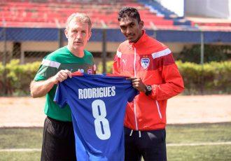 Bengaluru FC Head Coach Albert Roca with new signing Lenny Rodrigues (Photo courtesy: Bengaluru FC)