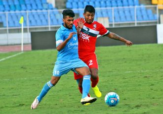 Brandon Fernandes (Churchill Brothers SC) and Nirmal Chettri (DSK Shivajians FC) in a midfield battle (Photo courtesy: I-League Media)