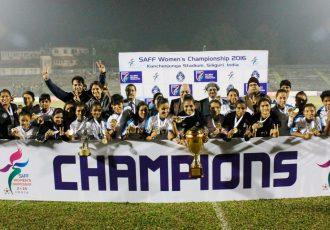 India lift SAFF Women's Championship 2016 (Photo courtesy: AIFF Media)