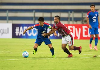 Mohun Bagan's Sehnaj Singh struggles to hold back Bengaluru FC skipper Sunil Chhetri during the AFC Cup at the Kanteerava Stadium (Photo courtesy: Bengaluru FC)