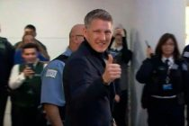 Chicago Fire fans welcome star signing Bastian Schweinsteiger at the airport