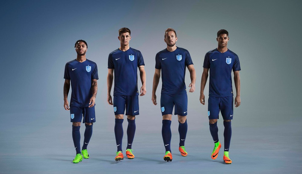 official photos 1561d 74943 New away kit in classic navy for England National Team