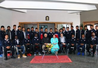 Lt. General (Retd.) Nirbhay Sharma, Governor of Mizoram, meeting the Aizawl FC team and staff (Photo courtesy: Governor of Mizoram)