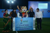 Carles Puyol hands over first ticket of FIFA U-17 World Cup India 2017 (Photo courtesy: FIFA U-17 World Cup India 2017 LOC)