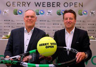 Marketingleiter Horst Erpenbeck und Turnierdirektor Ralf Weber (rechts) freuen sich auf das Geburtstagsturnier des ATP 500er Rasenevents im GERRY WEBER STADION vom 17. bis 25. Juni 2017. (Foto: GERRY WEBER OPEN)