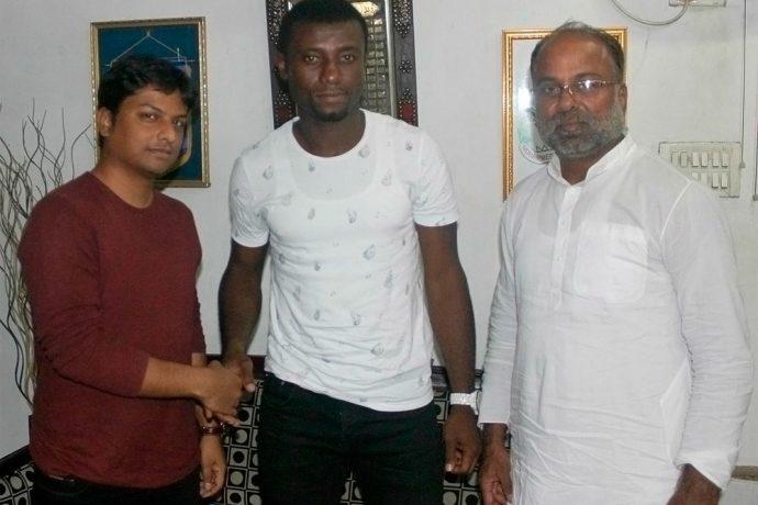 Mohammedan Sporting sign Nigerian defender Richard Agwu Somtochukwu (Photo courtesy: Mohammedan Sporting Club)