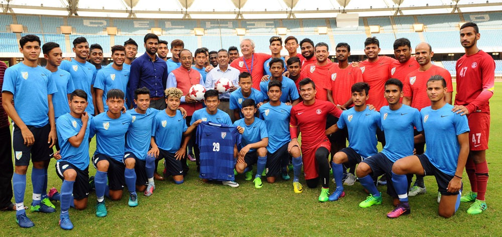 Sports Minister Vijay Goel interacts with India's FIFA U-17 World Cup team (Photo courtesy: Press Information Bureau, Government of India)