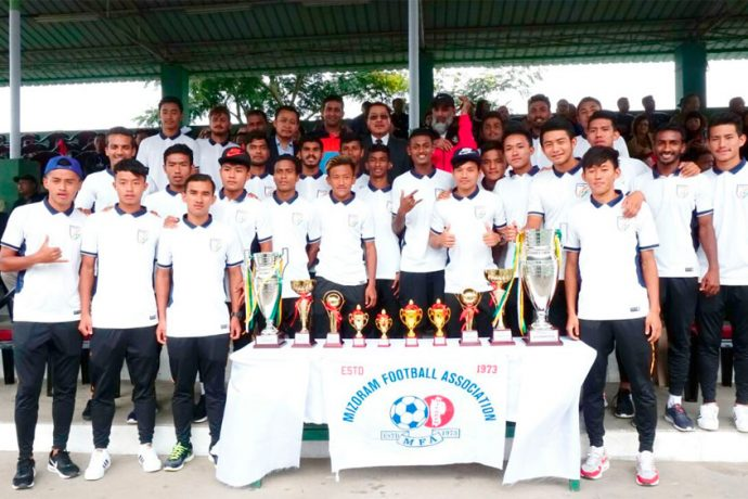 Mizoram Chief Minister Lal Thanhawla met the AIFF Elite Academy U-19 Boys (Photo courtesy: AIFF Media)
