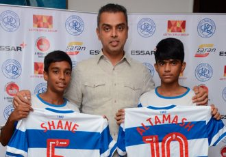 QPR South Mumbai Junior Soccer Challenger Talent Hunt winners Shane Aranha (left) and Altamash Valsangkar (right) with Milind Deora. (Photo courtesy: Saran Sports)