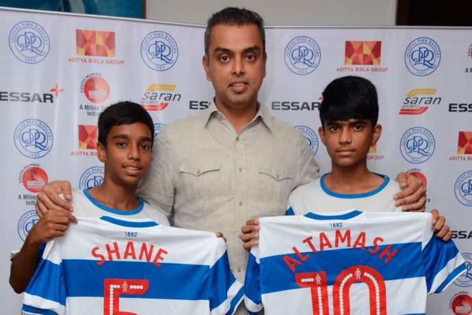 QPR South Mumbai Junior Soccer Challenger Talent Hunt winners Shane Aranha (left) and Altamash Valsangkar (right) with Milind Deora. (Photo courtesy: Saran Sports)