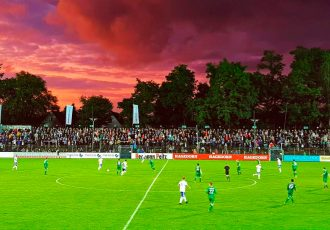 Match action during the FC Güterslog v FC Schalke 04 charity match at the Heidewaldstadion. (© CPD Football)