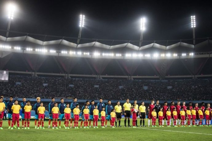 The India U-17 and United States U-17 national teams moments before the kick off of the FIFA U-17 World Cup India 2017 Group A match. (Photo courtesy: AIFF Media)