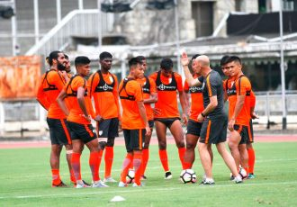 Stephen Constantine and the Indian national team during a practise session (Photo courtesy: AIFF Media)