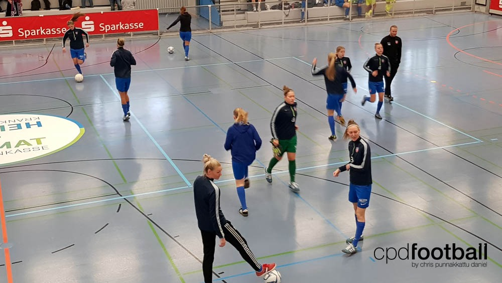 """Day 1: Denmark's KoldingQ warming up at """"Weltklasse 2018"""" - 38. Internationales Frauenfußball-Hallenturnier des TuS Jöllenbeck"""