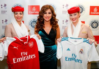 Najwa Karam with Emirates cabin crew at the 2017 Stars On Board Australia edition (Photo courtesy: Emirates)