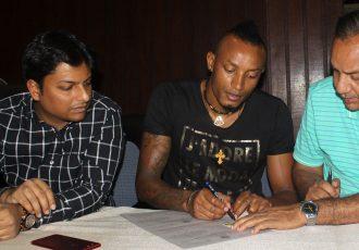 Mohammedan Sporting register Fikru Teferra Lemessa at IFA Office (Photo courtesy: Mohammedan Sporting Club)
