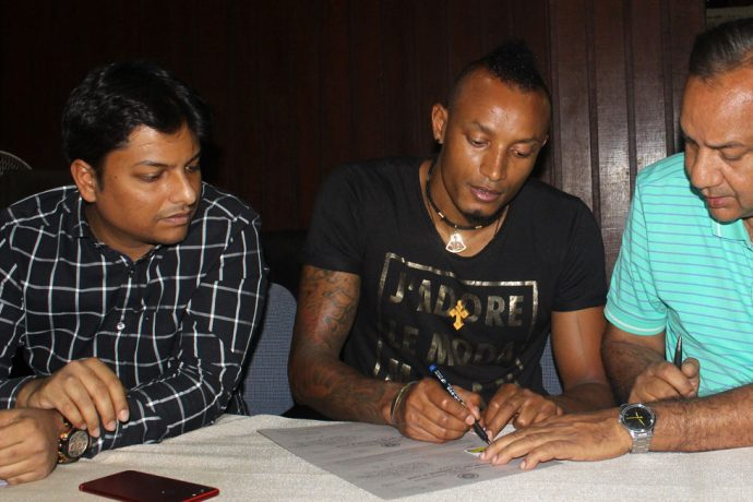 Mohammedan Sporting register Fikru Teferra Lemessa at IFA Office (Photo courtesy: Mohammedan Sporting Club)