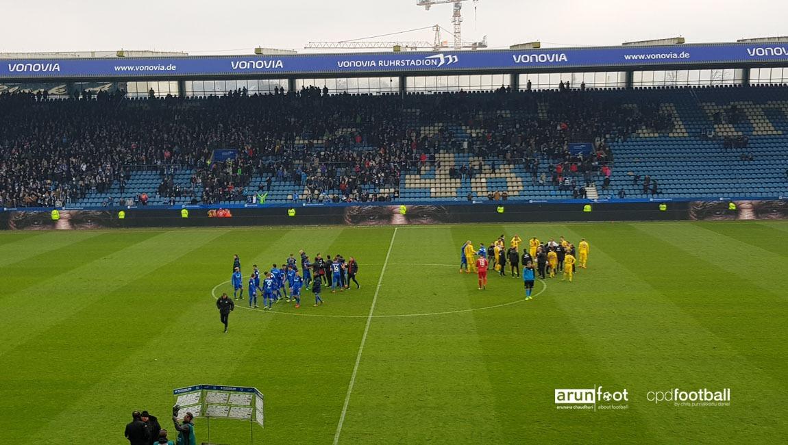 VfL Bochum and Eintracht Braunschweig players after the Bundesliga 2 match. (© arunfoot & CPD Football)