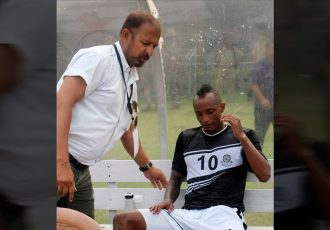 Mohammedan Sporting coach Biswajit Bhattacharya and star striker Fikru Teferra Lemessa (Photo courtesy: Mohammedan Sporting Club)
