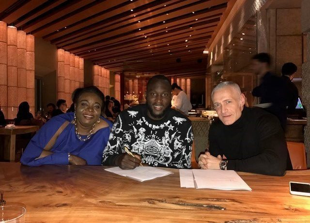 Romelu's mother Adolphine, Romelu Lukaku and Roc Nation's Michael Yormark (Roc Nation Sports)