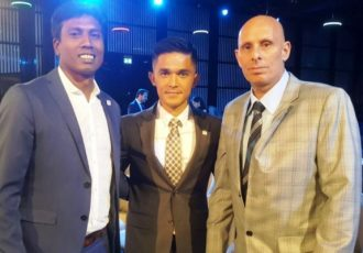 India head coach Stephen Constantine (right) with assistant coach Shanmugam Venkatesh (left) and captain Sunil Chhetri. (Photo courtesy: AIFF Media)