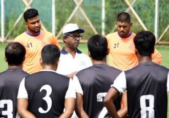 Mohammedan Sporting Club coach Raghu Nandi and his team during a training session. (Photo courtesy: Mohammedan Sporting Club)