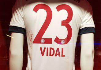 A signed Arturo Vidal FC Bayern Munich jersey (© CPD Football)