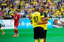 Egyptian star Mohamed Zidan and 1990 FIFA World Cup winner Karl-Heinz Riedle celebrating during the Borussia Dortmund vs Liverpool FC Legends Match at the BVB Season Opening on August 11, 2018. (© CPD Football)
