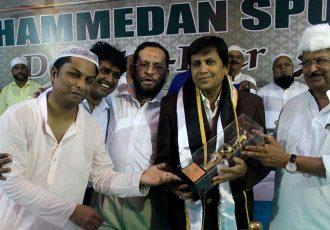 Mohammedan Sporting Club club legend Syed Latifuddin Najam with club officials. (Photo courtesy: Mohammedan Sporting Club)