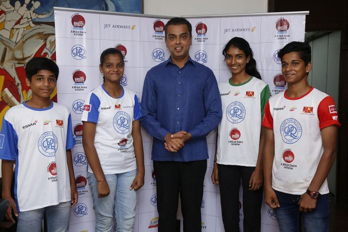Milind Deora and the winners of QPR South Mumbai Junior Soccer Challenger Talent Hunt. (Photo courtesy: Saran Sports)