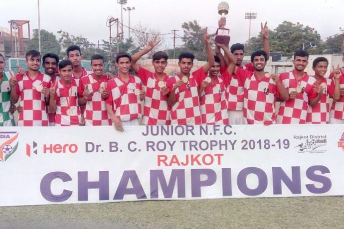 The Haryana boys team after the 2018-19 BC Roy Junior National Championships (Tier II) Final. (Photo courtesy: AIFF Media)