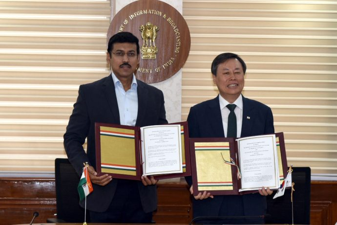 The Minister of State for Youth Affairs & Sports and Information & Broadcasting (I/C), Col. Rajyavardhan Singh Rathore and the Tourism, Culture & Sports Minister, Republic of Korea, Mr. Do Jong-Hwan signed an MoU on sports cooperation between the two nations, in New Delhi on November 5, 2018. (Photo courtesy: Press Information Bureau - Government of India)