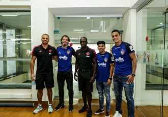 Manchester United legends Wes Brown and Dwight Yorke with Chennaiyin FC stars Iñigo Calderón, Anirudh Thapa and Mailson Alves. (Photo courtesy: Chennaiyin FC)