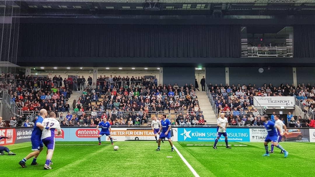 Match action from the Budenzauber Emsland 2019 final between FC Schalke 04 and VfL Osnabrück. (© CPD Football)