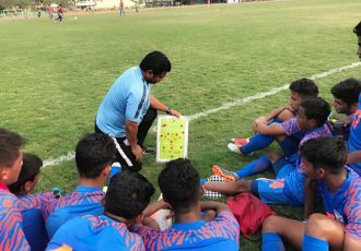 India U-15 head coach Shuvendu Panda with his team. (Photo courtesy: AIFF Media)