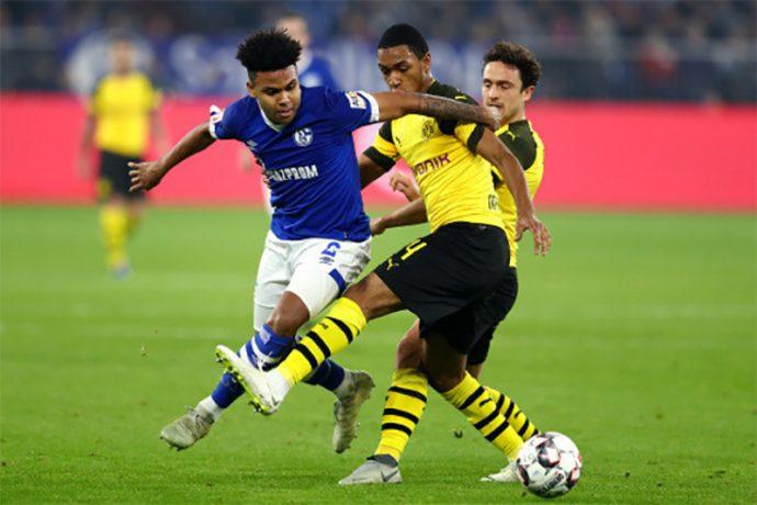 Bundesliga match acion between Borussia Dortmund and FC Schalke 04. (Photo courtesy: Bundesliga)