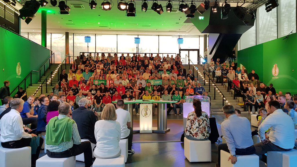 Fans eagerly awaiting the DFB-Pokal semifinal draw at the German Football Museum (Deutsches Fußballmuseum). (© CPD Football)
