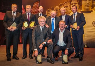 Günter Netzer, Paul Breitner, Matthias Sammer, Uwe Seeler, Franz Beckenbauer, Lothar Matthäus (standing from left to right), Sepp Maier and Andreas Brehme (kneeling from left to right) at the Hall of Fame induction gala. (Photo courtesy: Deutsches Fußballmuseum)