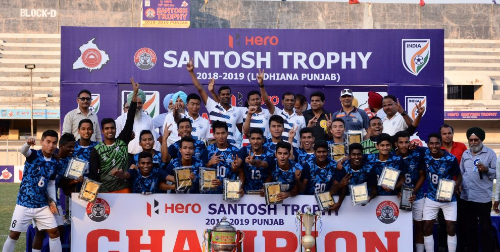 Players and officials of the Services celebrate their 6th Santosh Trophy title. (Photo courtesy: AIFF Media)