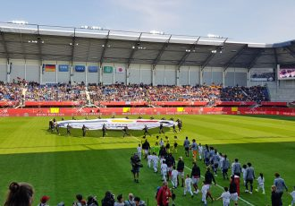 The Women's national teams of Germany and Japan at the Benteler-Arena in Paderborn ahead of their international friendly match. (© CPD Football)